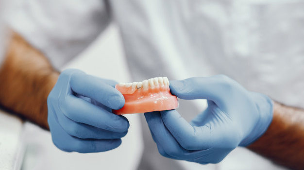 artificial-jaw-dentist-s-office_